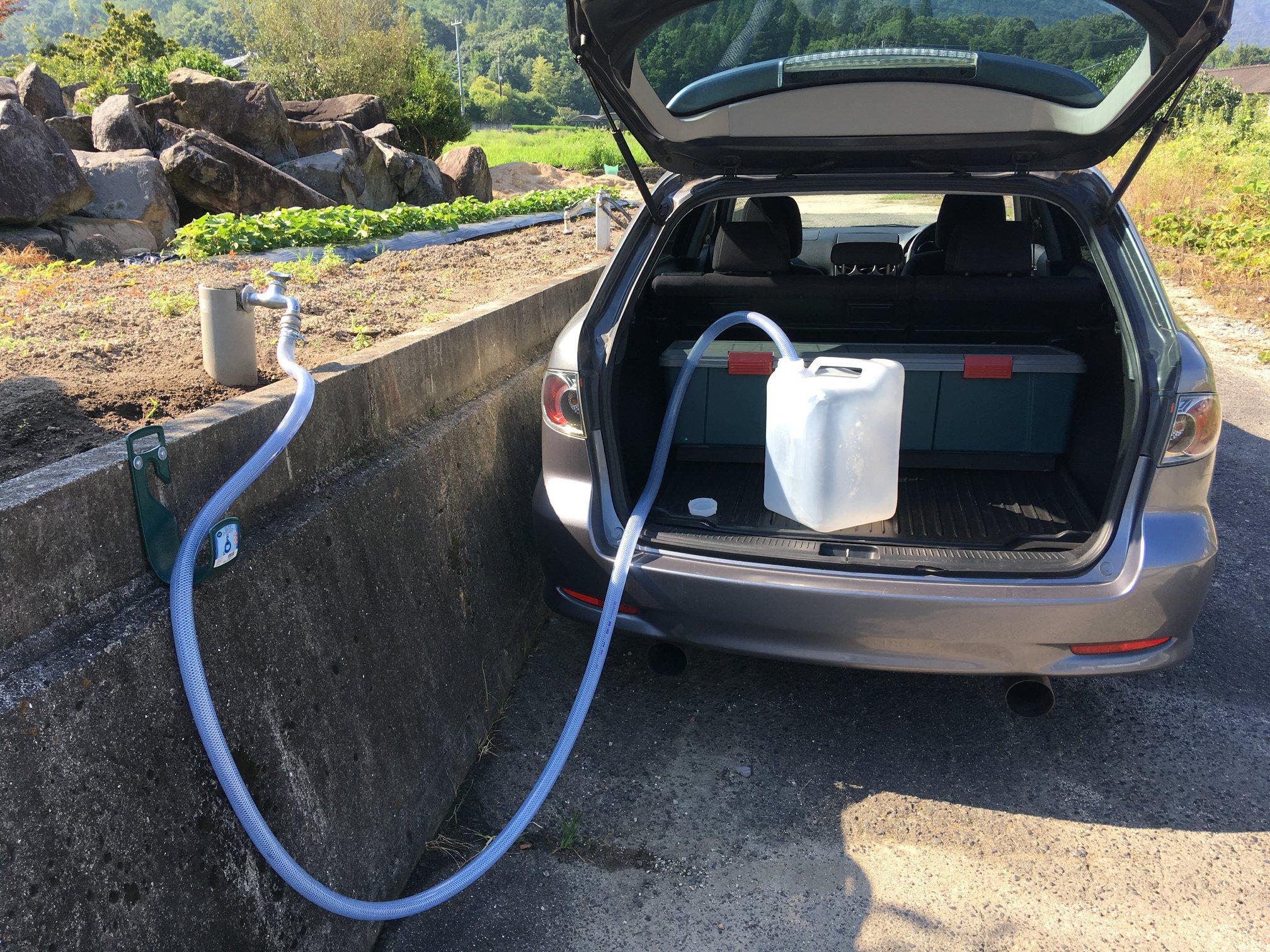 赤坂ボーリング給水所 車にタンクを載せたまま利用できます。